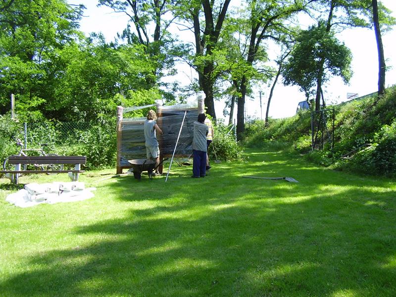 brigáda na stavbě dětského hřiště
